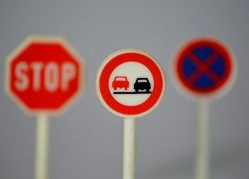 traffic-signs-674621_1920